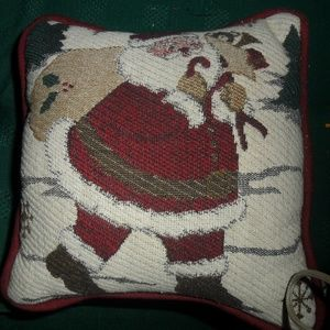 2 Tiny throw decor pillows